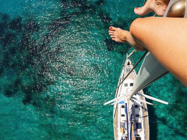 girl_on_sailboat_mast